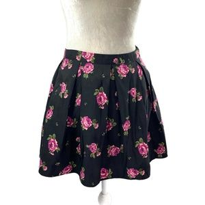 Forever 21 Black Pleated Circle Skirt Floral M